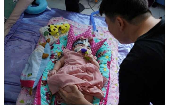 13 महीने बाद इस बच्ची को मिली अस्पताल से छुट्टी, जन्म के समय था एक सेव के बराबर वजन