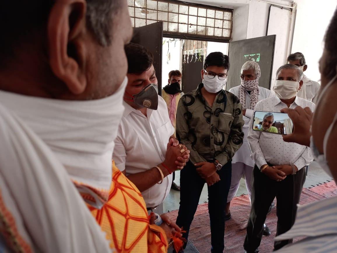 जनप्रतिनिधि व पंचायत में नियुक्त कर्मचारी जनता को कोरोना के प्रति जागरूक करें: डॉ. जोशी