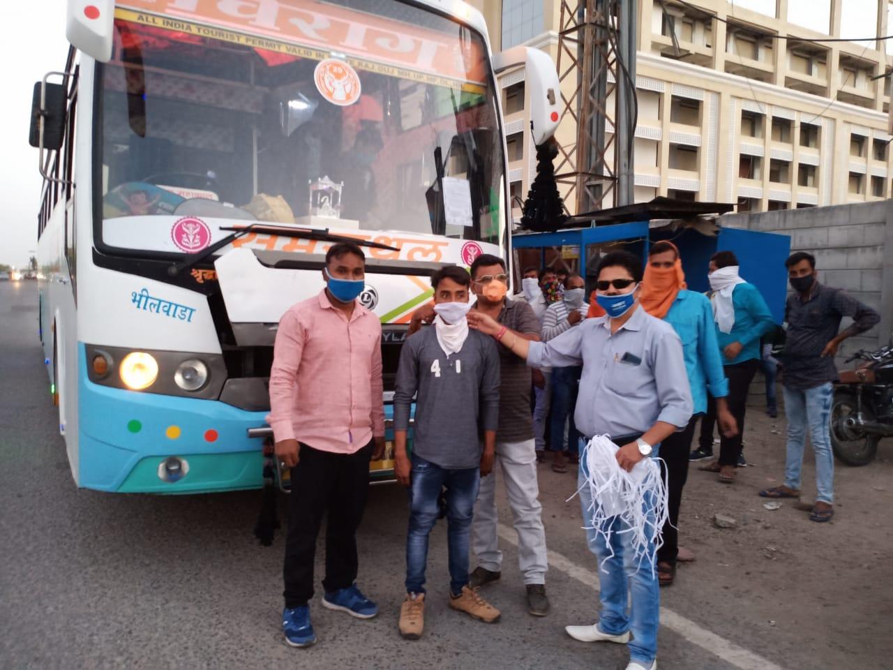 बिहार के लिए श्रमिक स्पेशल ट्रेन कल जाएगी, दो बसों को रवाना किया