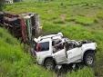 ट्रक से टकराई तेज रफ्तार SUV, गर्भवती महिला सहित 7 लोगों की मौत
