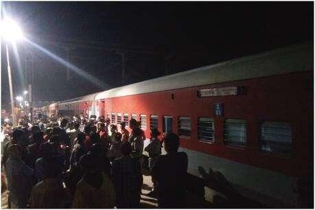 बड़ी खबर: कोलकाता-दरभंगा ट्रेन में लगी आग, यात्रियों में मची अफरा-तफरी