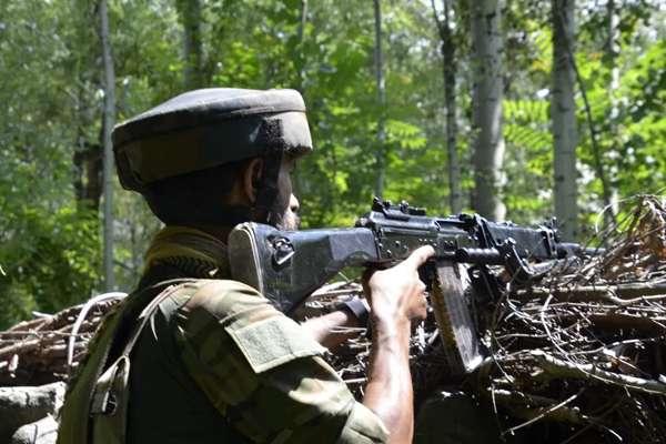 जम्मू-कश्मीर के बांदीपोरा में सुरक्षाबलों और आतंकियों के बीच मुठभेड़