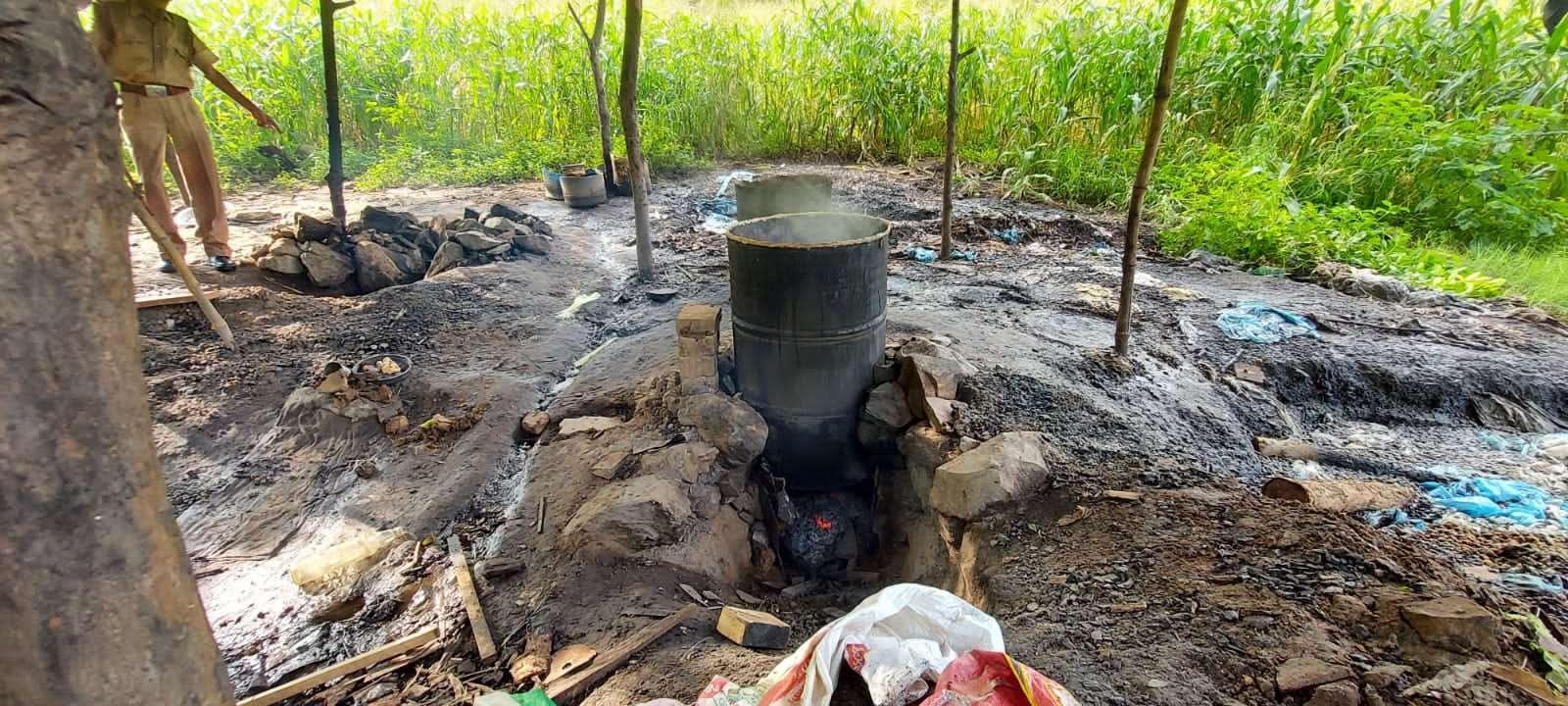3400 लीटर वाश नष्ट, 60 बोतल महुआ शराब व एक बाइक जब्त